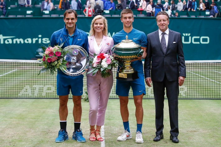 "HALLE, GERMANY - JUNE 24: Tennis player Roger Federer, Gerry Weber testimonial international supermodel Eva Herzigova, tennis player Borna Coric and Ralf Weber, CEO Gerry Weber, during the Gerry Weber Open 2018 at Gerry Weber Stadium on June 24, 2018 in Halle, Germany. (Photo by Franziska Krug/Getty Images for Gerry Weber). Further information: www.presseportal.de/nr/24886 / Editorial use of this picture is free of charge. Please quote the source: ""obs/Gerry Weber International AG/Franziska Krug/Getty Images for Gerry Weber"""