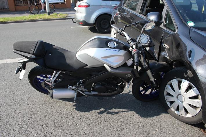 POL-ME: Kollision zwischen Motorrad und Pkw - Hilden - 1805067
