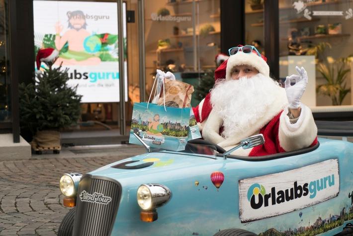 Der Nikolaus verteilte am Urlaubsguru Store in Unna Geschenke. - Foto: UNIQ/Krömer