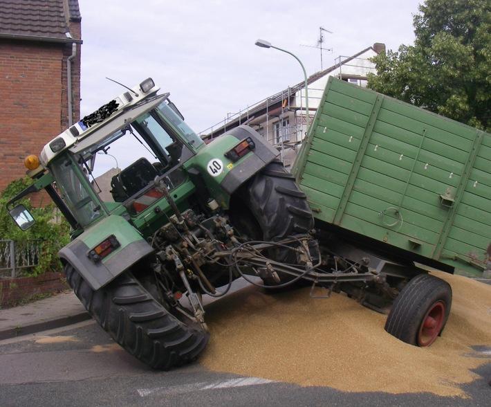 POL-DN: Traktor verliert Getreideladung