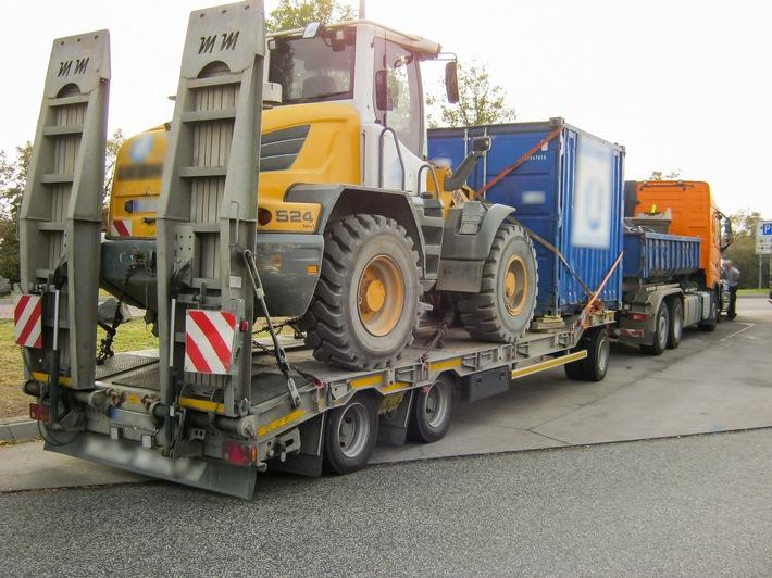 Der kontrollierte Laster mit Anhänger und seine Ladung