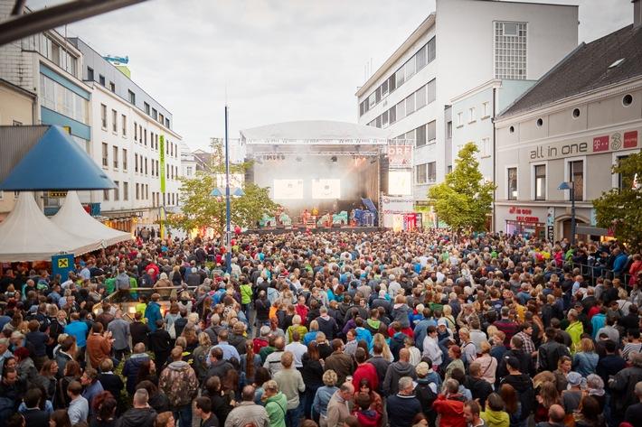 Hauptbühne am Kaiser-Josef Platz für 5.000 Personen
