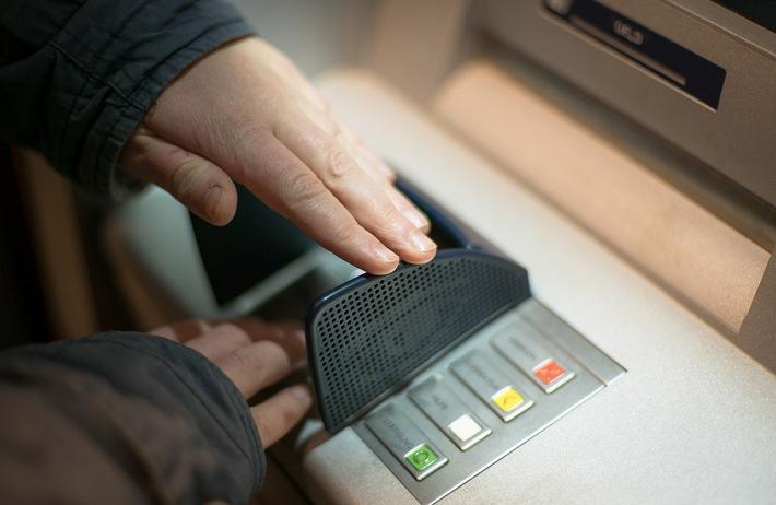 Trickdiebstahl nach Einkauf in Discounter mit EC-Kartenzahlung
