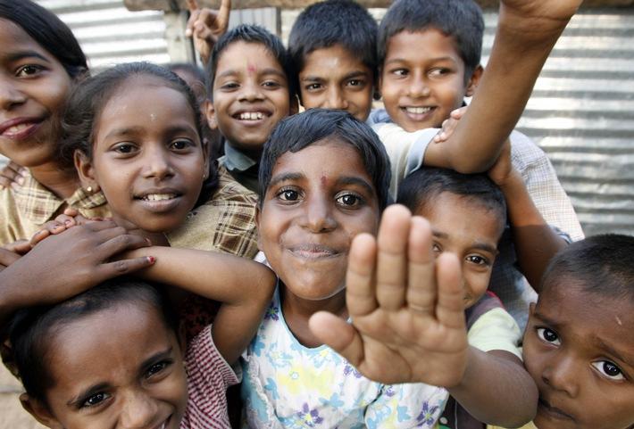 """Neues Leben nach dem Tsunami: Diese Kinder an der Ostküste Sri Lankas haben Hilfe bei der Bewätigung ihres Traumas gehabt. Foto: Uta Rademacher. Die Verwendung dieses Bildes ist für redaktionelle Zwecke honorarfrei. Abdruck bitte unter Quellenangabe: """"obs/Kindernothilfe"""""""