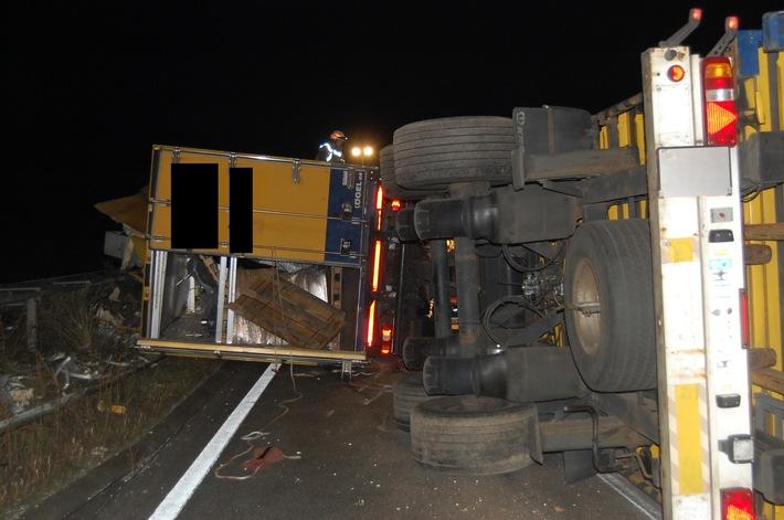 POL-PDKL: A63/Winnweiler, Lastzug kippt um und kracht in die Leitplanken