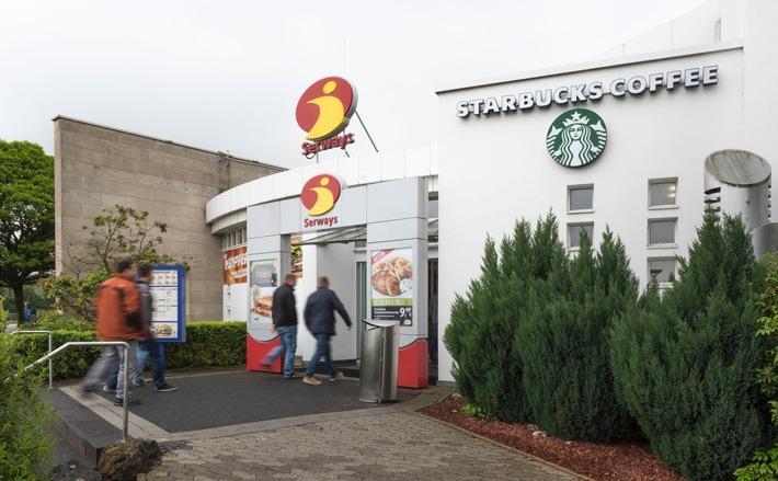 """Tank & Rast und Starbucks an der Raststätte Brohltal West (A61).  Weiterer Text über ots und www.presseportal.de/nr/43853 / Die Verwendung dieses Bildes ist für redaktionelle Zwecke honorarfrei. Veröffentlichung bitte unter Quellenangabe: """"obs/Autobahn Tank & Rast/Peter Obenaus, Köln"""""""