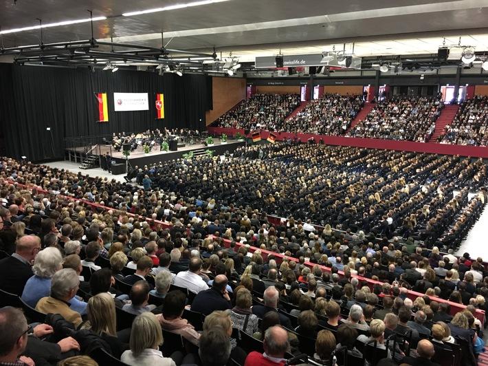 Pol Ak Ni Swiss Life Hall Bei Vereidigung Neuer Polizistinnen
