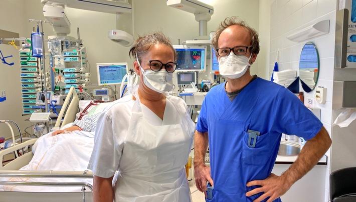 Corona-Helden: Das Team von Intensivarzt Paul Biever kampft ums das Leben schwerkranker Covid-Patienten.  © SWR, honorarfrei - Verwendung gemäß der AGB im engen inhaltlichen, redaktionellen Zusammenhang mit genannter SWR-Sendung bei Nennung