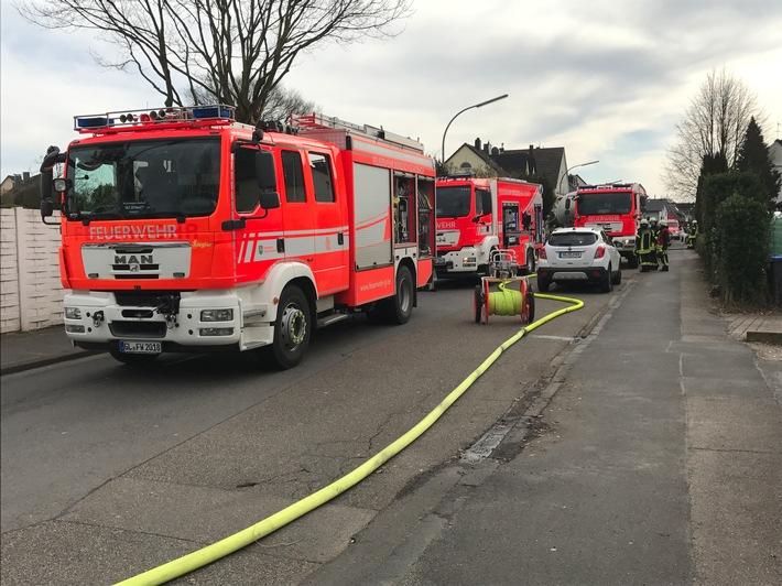 FW-GL: Feuer in einem Pelletbunker eines Einfamilienhauses im Stadtteil Hebborn von Bergisch Gladbach