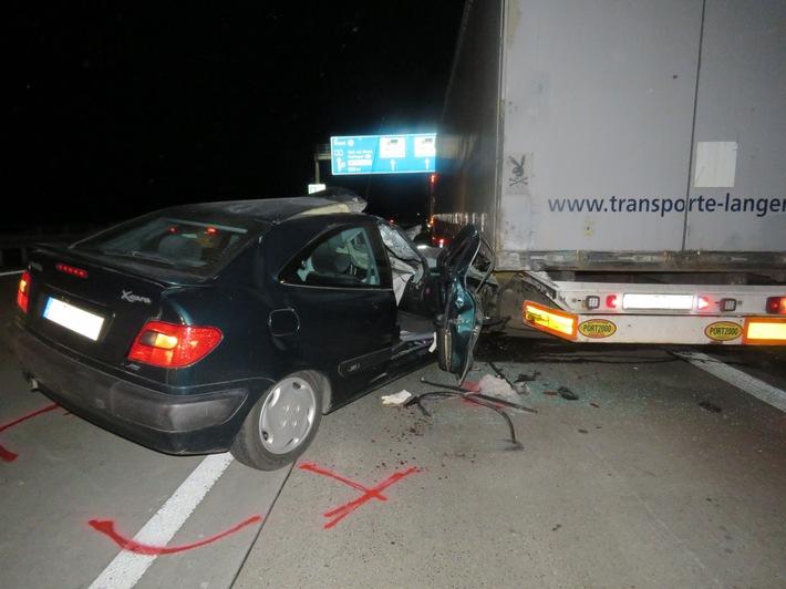 POL-FR: Weil am Rhein: Erneut schwerer Auffahrunfall am Autobahnende der A 5 - Autofahrer schwer verletzt