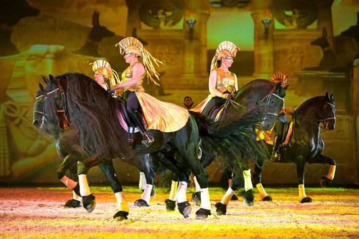 """Mit Pferden ins verzauberte Museum: APASSIONATA startet neue Tournee """"Die goldene Spur"""""""