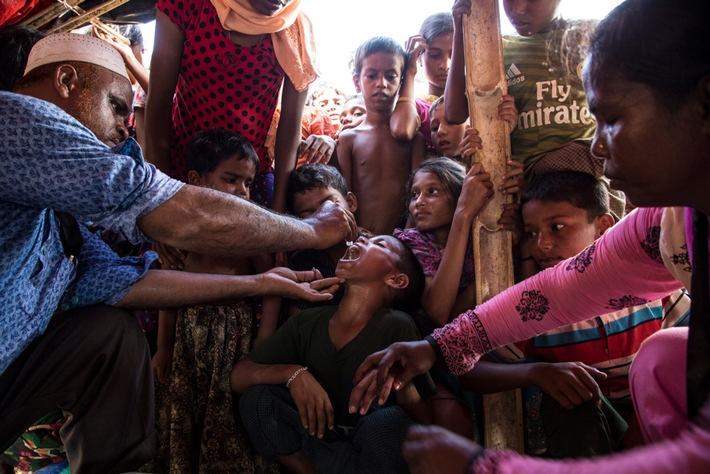 In Bangladesch startet heute eine der größten Impfkampagnen gegen Cholera. Über 200 mobile Impfteams sind im Flüchtlingslager in Cox's Bazar unterwegs, um möglichst viele Kinder zu erreichen. © UNICEF