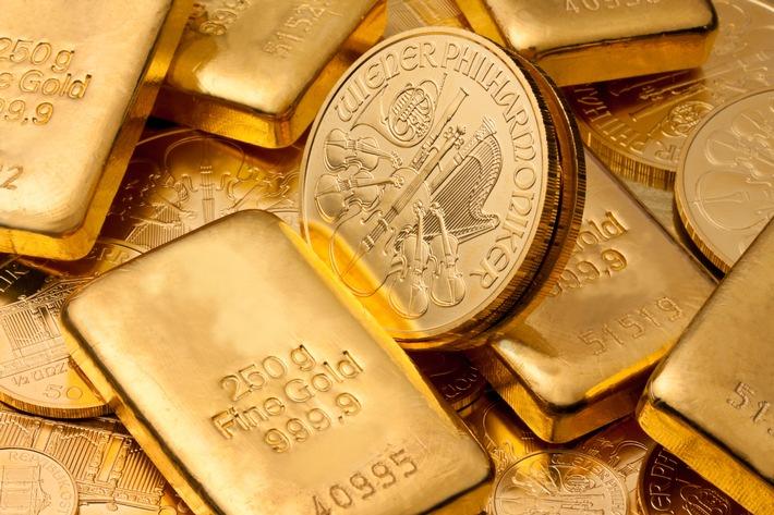 """Seit Corona ein stark wachsender Trend: Geldanlage in echtem Gold als Goldbarren und Goldmünzen. Weiterer Text über ots und www.presseportal.de/nr/78980 / Die Verwendung dieses Bildes ist für redaktionelle Zwecke honorarfrei. Veröffentlichung bitte unter Quellenangabe: """"obs/TARGOBANK AG/Gina Sanders - stock.adobe.com"""""""