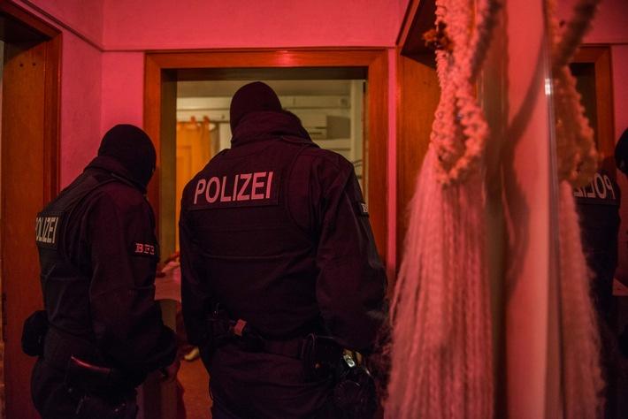 Am 18. April 2018 durchsuchte die Bundespolizei 62 Objekte, davon 50 Bordelle in 12 Bundesländern.
