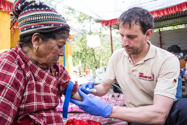 Johanniter leisten medizinische Nothilfe in Nepal / Verletzte in den entlegenen Bergregionen brauchen dringend Hilfe
