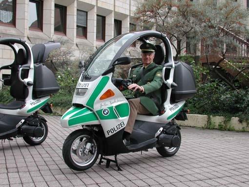 POL-MFR: (9) Polizei-BMW-C 1-Roller vorgestellt