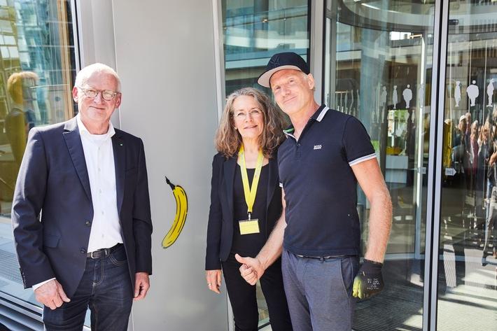 Eine Banane für die LVM / Künstler Thomas Baumgärtel zeichnet Kunstsammlung LVM aus (FOTO)