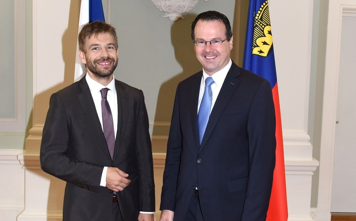 Robert Pelikán, Minister für Justiz der Tschechischen Republik, und Regierungschef-Stellvertreter Thomas Zwiefelhofer beim Arbeitsgespräch