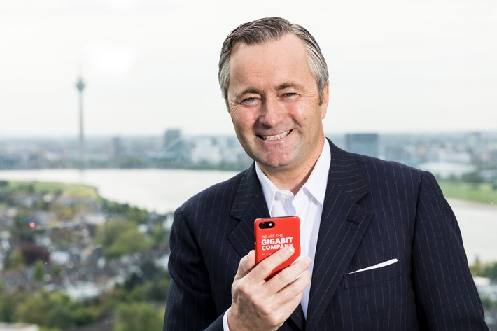 """Vodafone CEO Hannes Ametsreiter gibt in Düsseldorf den Startschuss für 500 Mbit/s im Mobilfunk. Weiterer Text über ots und www.presseportal.de/nr/43172 / Die Verwendung dieses Bildes ist für redaktionelle Zwecke honorarfrei. Veröffentlichung bitte unter Quellenangabe: """"obs/Vodafone GmbH"""""""
