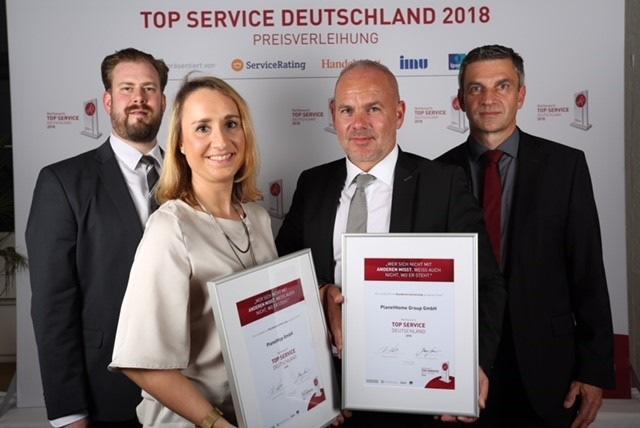 v.l.n.r.: Dr. Franz Gresser (Service Rating), Julia Meßing & Marcus Rex (PlanetHome Group GmbH & PLANETHYP GmbH), Kai Riedel (Servicerating)