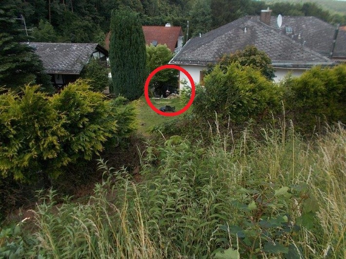 POL-PPRP: Pkw rutscht Abhang herunter und landet direkt neben Haus
