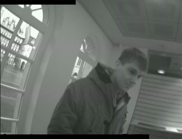 POL-HI: Wer kennt den jungen Mann ?