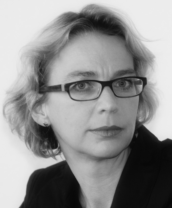 """Erste Gamedesign-Professorin Europas / Mediadesign Hochschule beruft Linda Breitlauch zur Gamedesign-Professorin / """"Frauen wollen strategischer und effizienter spielen"""""""