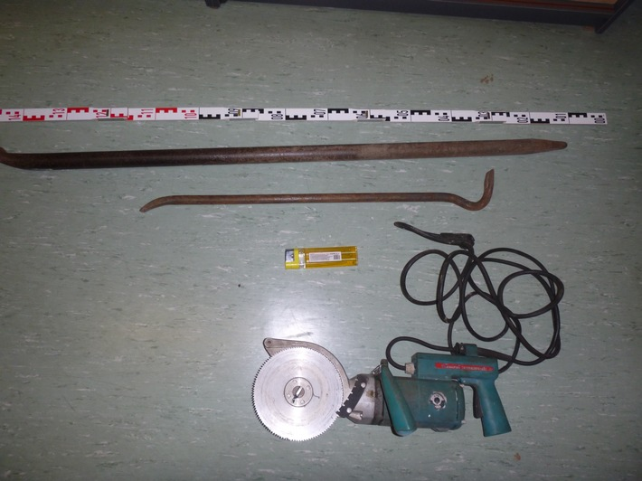 Rosche, OT. Göddenstedt - Einbruch in Lagerhalle - Werkzeug erbeutet -