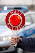 Halt - Polizeikontrolle (Symbolbild)
