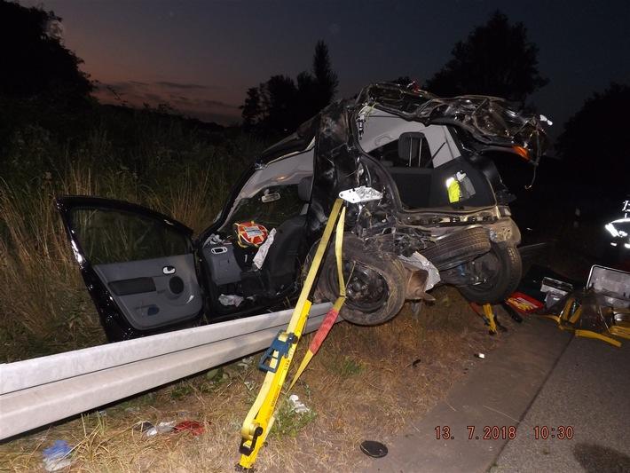 Polizeifoto: Unfallfahrzeug_Veröffentlichung mit dieser Pressemeldung honorarfrei