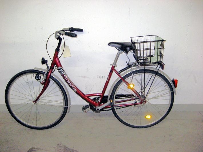 POL-DA: Darmstadt: Rotes Damenfahrrad sucht Besitzerin/Hinweise erbeten