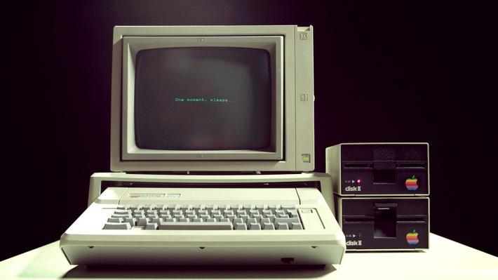 """Der Apple 2 war einer der erfolgreichsten Computer der 70er und der Grundstein für das reichste Unternehmen der Welt. Weiterer Text über ots und www.presseportal.de/nr/105413 / Die Verwendung dieses Bildes ist für redaktionelle Zwecke honorarfrei. Veröffentlichung bitte unter Quellenangabe: """"obs/ZDFinfo/Nic Reed Middleton"""""""