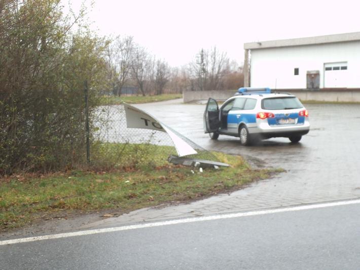 Unfallbeschädigter Pfosten Osterwiecker Straße 51a