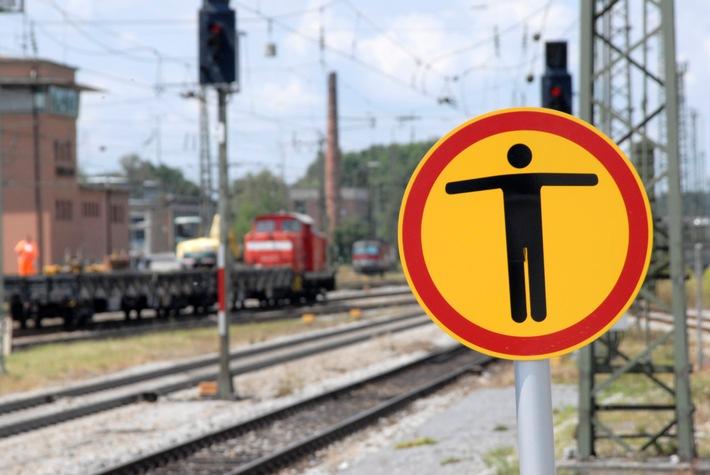 Die Bundespolizei hat zwei Nigerianer am Bahnhof in Rosenheim in Gewahrsam genommen. Die Beiden waren mit einem Güterzug unerlaubt eingereist.