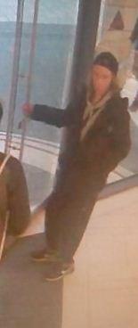 POL-RE: Gladbeck: Zwei Mädchen mit Messer bedroht - Täter mit Fahndungsfotos gesucht