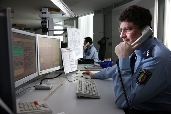 POL-REK: Aufmerksame Zeuginnen beobachteten Taschendiebe- Kerpen
