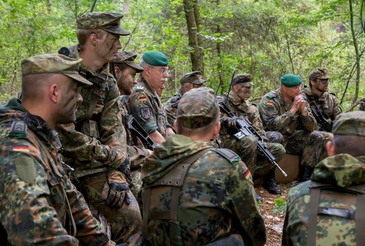 Ausbildung: Inspekteur besucht neue Grundausbildung in Hagenow