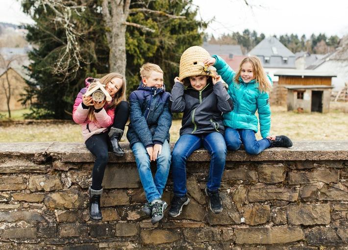 """Kinder für Umwelt und Natur begeistern, das ist das Ziel der Kaufland Umweltaktionstage / Weiterer Text über ots und www.presseportal.de/nr/111476 / Die Verwendung dieses Bildes ist für redaktionelle Zwecke honorarfrei. Veröffentlichung bitte unter Quellenangabe: """"obs/Kaufland/VDN/Carolin Lauer"""""""