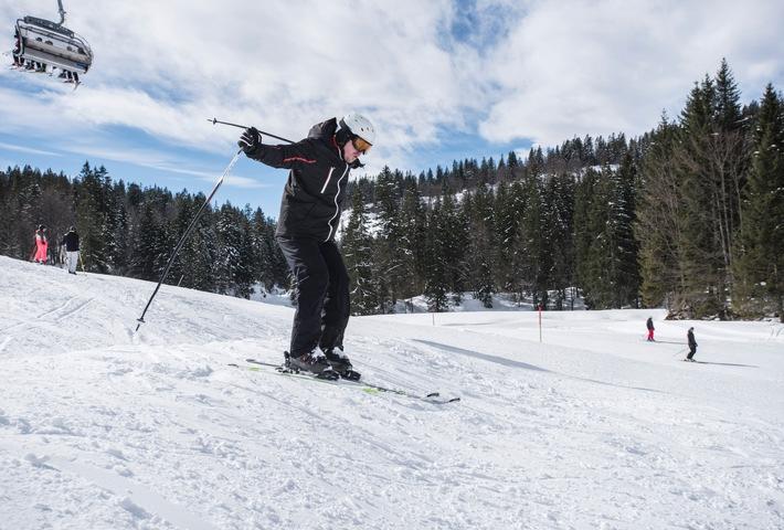 Skifahren macht Spaß, doch ein Unfall ist schnell passiert. Foto: HUK-COBURG. Weiterer Text über ots und www.presseportal.de/nr/7239 / Die Verwendung des Bildes für redaktionelle Zwecke ist honorarfrei, wenn der Abdruckmit korrekter Quellenangabe erfolgt.Quellenangabe:HUK-COBURG