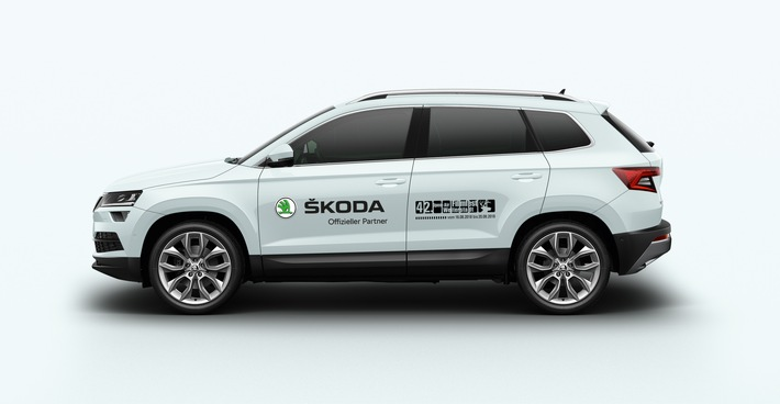 """SKODA unterstützt das internationale Kurzfilmfestival Weiterstadt und stellt den Organisatoren die SUV-Modelle KAROQ (Bild) und KODIAQ zur Verfügung. Die Marke hat ihren Deutschlandsitz in direkter Nachbarschaft. Weiterer Text über ots und www.presseportal.de/nr/28249 / Die Verwendung dieses Bildes ist für redaktionelle Zwecke honorarfrei. Veröffentlichung bitte unter Quellenangabe: """"obs/Skoda Auto Deutschland GmbH"""""""