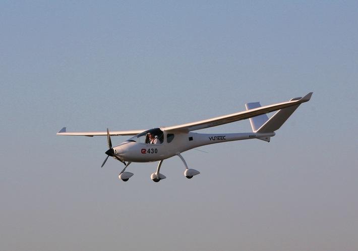 """Yuneec E430. / Drohnenhersteller Yuneec lässt erstes zweisitziges Elektromotorflugzeug in Europa zu / Weiterer Text über ots und www.presseportal.de/nr/126637 / Die Verwendung dieses Bildes ist für redaktionelle Zwecke honorarfrei. Veröffentlichung bitte unter Quellenangabe: """"obs/Yuneec Europe GmbH"""""""