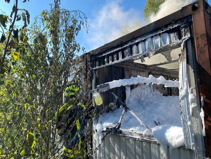 FW-GE: Brennender Bürocontainer auf Brachgelände an der Almastraße in Gelsenkirchen-Ückendorf