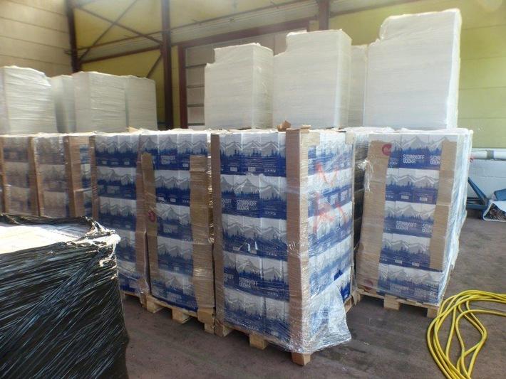 In einer Lagerhalle festgestellter und sichergestellter Wodka  Quelle: Zoll