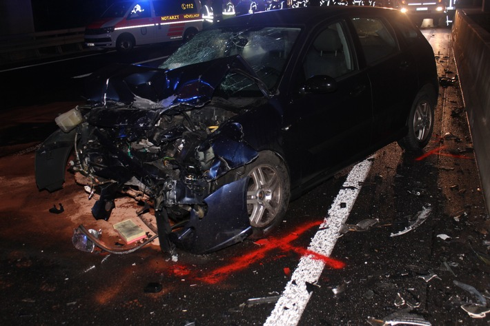 POL-BI: Verkehrsunfall mit Personenschaden auf der BAB 33 im Bereich AS Stukenbrock