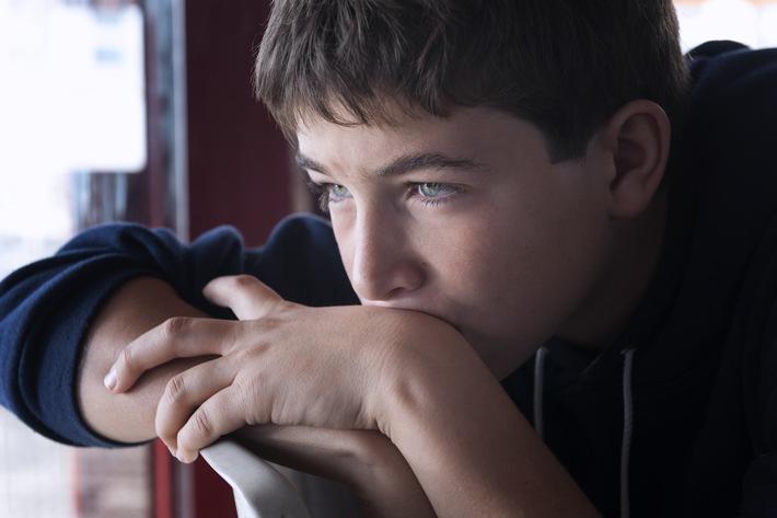 Jugendliche mit psychisch kranken Eltern brauchen Hilfe / Das Institut Kinderseele Schweiz bietet online niederschwellige Angebote