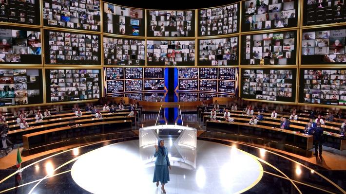 """Maryam Rajavi sprach via Zoom zu der weltweit größten Online-Konferenz mit zehntausenden Teilnehmern aus 102 Ländern und 30.000 Orten: """"Iran steht auf für Freiheit"""". Weiterer Text über ots und www.presseportal.de/nr/146655 / Die Verwendung dieses Bildes ist für redaktionelle Zwecke honorarfrei. Veröffentlichung bitte unter Quellenangabe: """"obs/UNHH e.V./Siavosh Hosseini"""""""