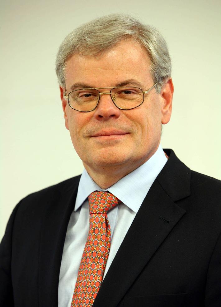 """Helmut Heinen einstimmig als BDZV-Präsident wiedergewählt. Die Verwendung dieses Bildes ist für redaktionelle Zwecke honorarfrei. Abdruck bitte unter Quellenangabe: """"obs/BDZV"""""""