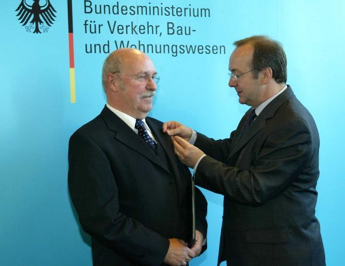 Prof. Dr. Claus Wolff mit dem Bundesverdienstkreuz ausgezeichnet