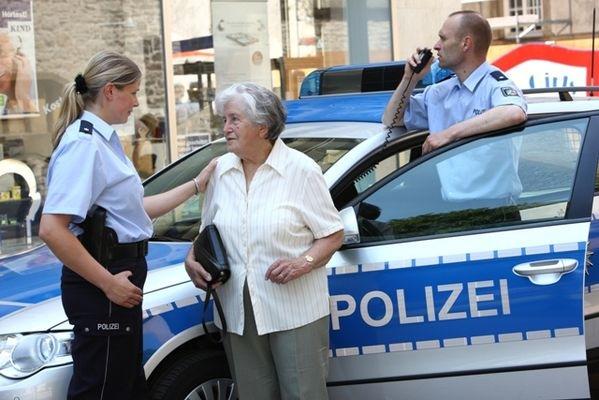 POL-REK: Seniorin beraubt - Frechen