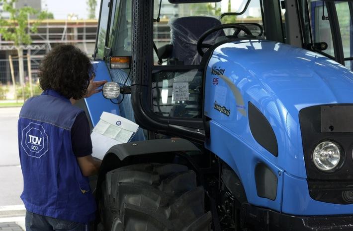 Aktuell: Vorsicht vor den riesigen Erntemaschinen